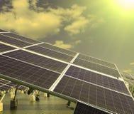Foto-voltaische Industrieanlage Stockfoto