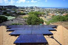Foto-voltaisches Solar auf Haus lizenzfreie stockfotos