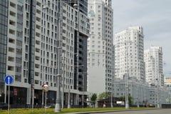 Foto von Fragmenten von Neubauten auf der Stra?e Tatishchev stockfoto