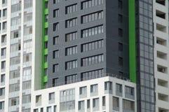 Foto von Fragmenten von Neubauten auf der Stra?e Tatishchev lizenzfreie stockbilder