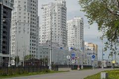 Foto von Fragmenten von Neubauten auf der Stra?e Tatishchev lizenzfreie stockfotografie