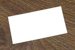 Foto von leeren Visitenkarten auf einem hölzernen Hintergrund Stockfoto