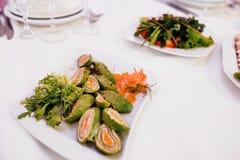 Foto von Snackservierplatten auf dem Tisch stockfotografie