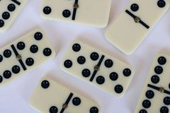 Foto von Stücken Dominos stockbilder