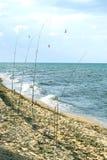 Foto von vier Angeln stellte auf den Seestrand ein Lizenzfreie Stockbilder