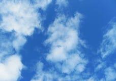 Foto von weißen Wolken auf blauem Himmel Lizenzfreies Stockbild