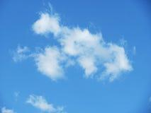 Foto von weißen Wolken auf blauem Himmel Lizenzfreie Stockfotografie