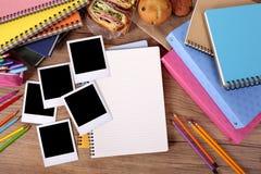 Fotoalbum en verscheidene kaders van de de fotodruk van de polaroidstijl onmiddellijke royalty-vrije stock afbeeldingen