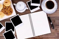Fotoalbum met koffie en koekjes Royalty-vrije Stock Fotografie