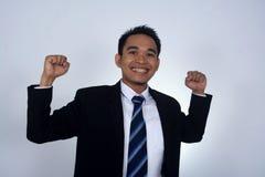 Fotobild av den asiatiska affärsmannen med jätteglad gersture Royaltyfria Foton