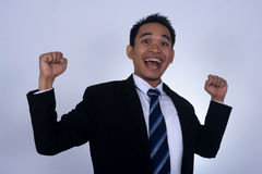 Fotobild av den asiatiska affärsmannen med jätteglad gersture Arkivbild