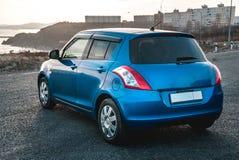 Fotoet av den blåa bilen arkivbild