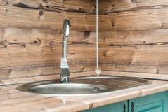 Fotoet av en vask i ett badrum royaltyfria bilder