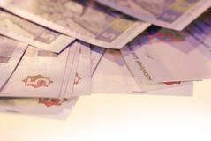 Fotoet spridde räkningar av ukrainsk valuta arkivfoton