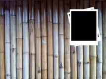 Fotofelder auf hölzernem Hintergrund Lizenzfreies Stockfoto