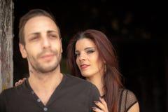 Fotofors för ett par av redheaded kvinnor och bruna män royaltyfria foton