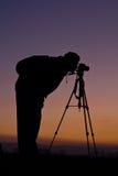 Fotograaf bij zonsondergang royalty-vrije stock afbeelding