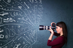 Fotograaf die beelden schieten terwijl energieke hand getrokken lijnen Royalty-vrije Stock Foto
