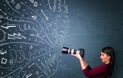 Fotograaf die beelden schieten terwijl energieke hand getrokken lijnen Stock Afbeelding