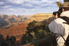Fotograaf die bij de Grote Canion ontspruit Stock Fotografie