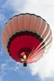 Fotograaf die van hete ballon in de hemel ontspruit. Stock Fotografie