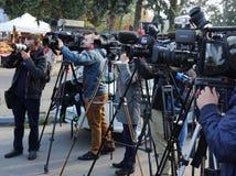 Fotograaf en videocamera's bij persconferentie stock fotografie