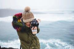Fotograaf Making Photo bij het Overzees van IJsland Royalty-vrije Stock Fotografie