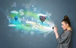 Fotograaf met camera en denkbeeldige samenvatting Stock Foto's