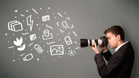 Fotograafjongen die witte fotografiepictogrammen en symbolen vangen Stock Fotografie