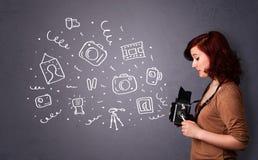 Fotograafmeisje die fotografiepictogrammen schieten Stock Foto