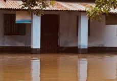 Fotografía única de la casa afectada del agua de inundación foto de archivo