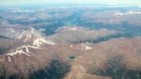 Fotografía aérea, cantos y nubes en horizonte austria almacen de metraje de vídeo