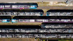 Fotografía aérea de trenes de pasajeros en la estación de Nantes Blottereau fotos de archivo