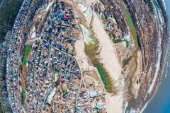 Fotografía aérea de un pueblo de la cabaña de a imagenes de archivo