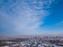 Fotografía aérea de una ciudad moderna: fotos de archivo