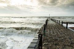 Fotografía atmosférica y cambiante del embarcadero de piedra en Brighton, Sussex del este, Inglaterra, Reino Unido Imagen de archivo