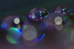 Fotografía de colores macra del agua en un disco compacto fotos de archivo