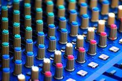 Fotografía de Electronics Parts Background del regulador de la música y del sonido Fotos de archivo