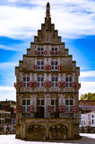 Fotografía de la calle - canales hermosos y arquitectura en ciudad del Gouda en los Países Bajos Imagen de archivo libre de regalías
