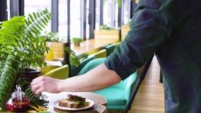 Fotografía entre bastidores de la comida Fotógrafo en el trabajo metrajes