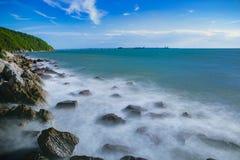 Fotografía larga hermosa de la exposición de la costa de mar del chabang del laem ch Imagen de archivo