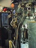Fotografía lateral de los controles locomotores del tren del vapor fotos de archivo