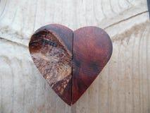 Fotografía macra del corazón de madera Handcrafted Imagen de archivo libre de regalías