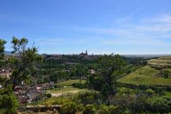 Fotografía panorámica de Segovia de una montaña cerca en Segovia Arquitectura, viaje, historia foto de archivo