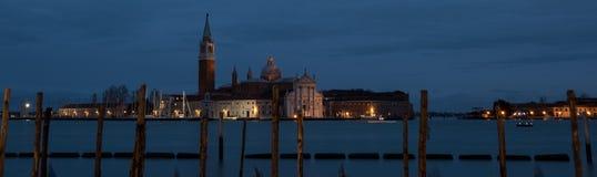Fotografía panorámica tomada en la oscuridad de San Marco, de la isla de San Jorge en la laguna de Venecia foto de archivo libre de regalías