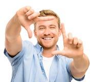 Fotografía que enmarca feliz del hombre joven en el fondo blanco Imágenes de archivo libres de regalías
