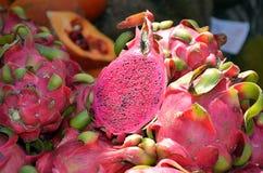 Fotografía seccionada transversalmente madura del detalle de la fruta tropical del pitaya Fotos de archivo libres de regalías