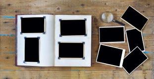 Fotografías viejas, marcos vacíos de la foto Imagen de archivo libre de regalías