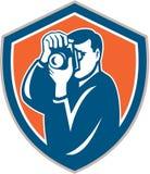 Fotograf Aiming Camera Shield Retro- Lizenzfreie Stockfotografie