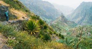 Fotograf bierze obrazek zadziwiająca bujny Xo-Xo dolina Niewygładzony Lombo De Pico w środku Santo Antao przylądek Verde obrazy royalty free